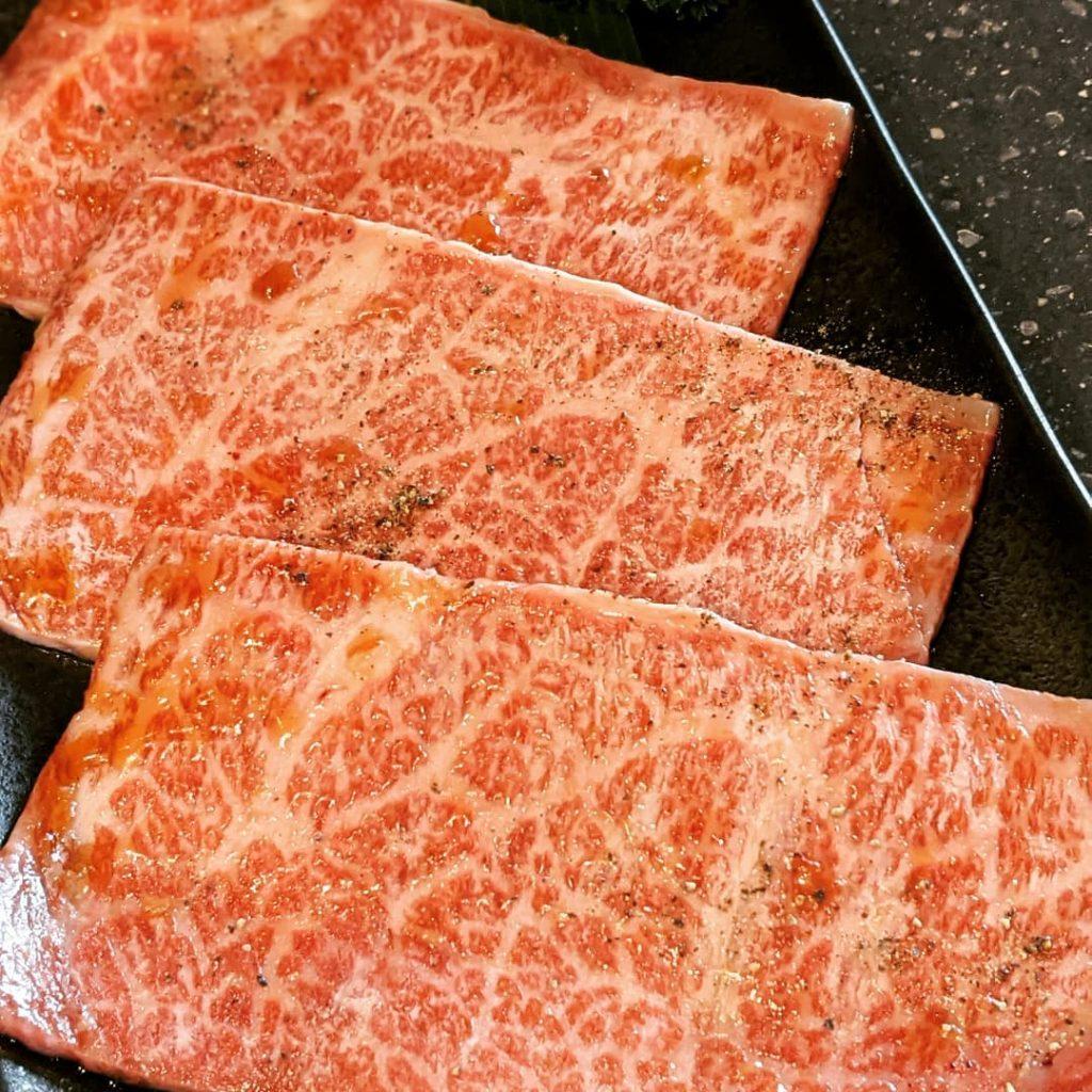 【ザブトン】大判をサッと炙り焼き!とろける甘さの絶品肉です。